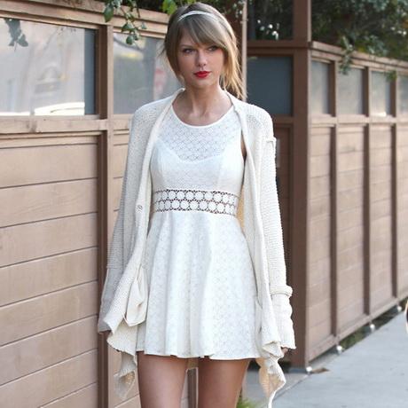 vestido blanco suelto