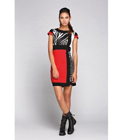 Putita con vestido rojo